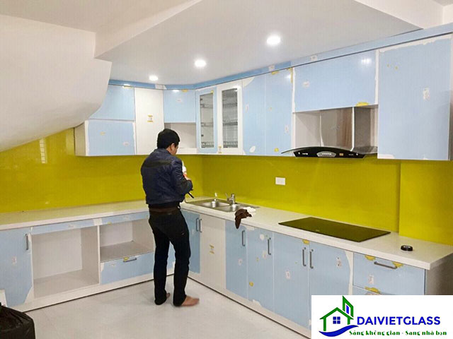 kính bếp màu vàng chanh