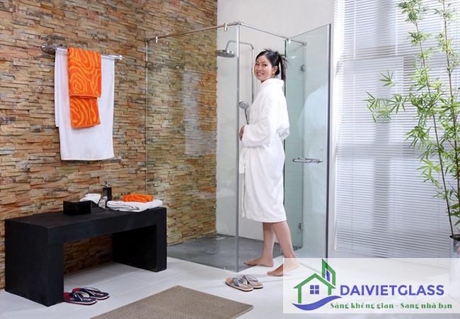 cách làm sạch kính phòng tắm