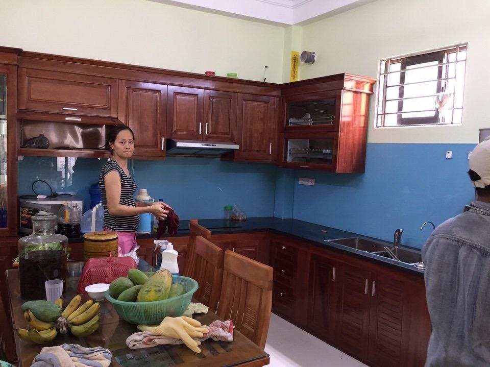 cách vệ sinh kính ốp bếp