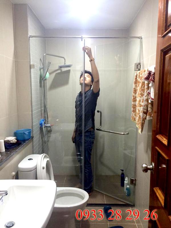 Phòng tắm kính nên chọn loại kính cường lực 8mm, 10mm hay 12mm?