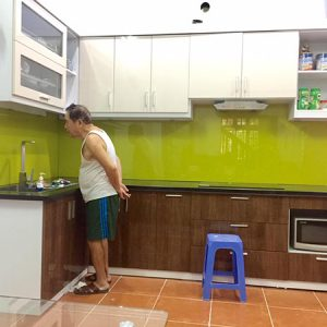 43 mẫu kính sơn màu ốp bếp cao cấp thực tế 2018