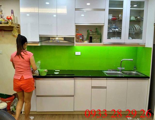 kính sơn màu ốp bếp cao cấp