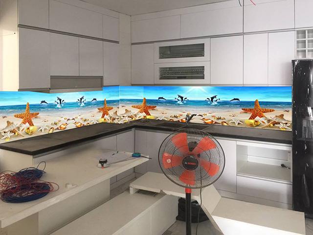 kính màu ốp bếp 3D tại Ba Đình